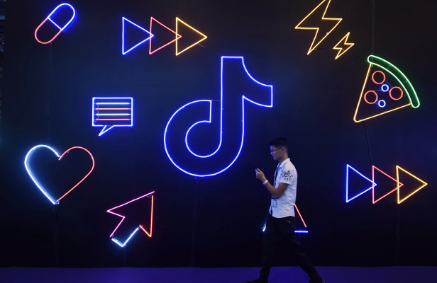 Trump signs orders banning US business with TikTok owner ByteDance and Tencent's WeChat – TechCrunch